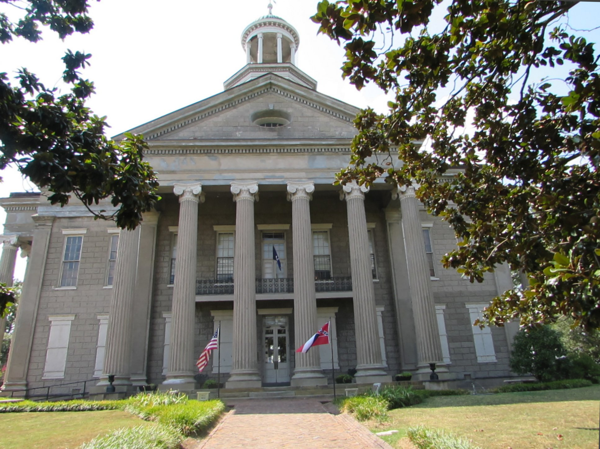 The Old Court Museum In Vicksburg Housed A Neoclassical 1858 Building That Was Once County Courthouse Is Operated By And Warren